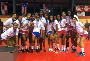 Balonmano femenino gana bronce y clasifica a Panam