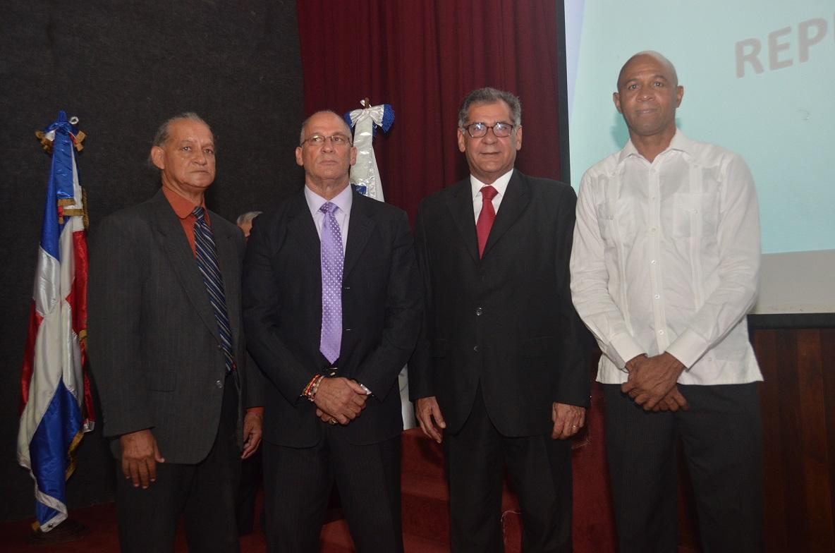 Imparten charlas en conmemoración 100 años del baloncesto RD