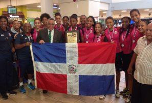 Presidente COD recibe campeonas sub-18 en aeropuerto