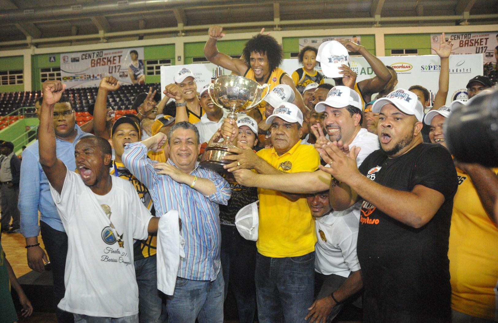 Rafael Barias campeón del baloncesto del Distrito Nacional
