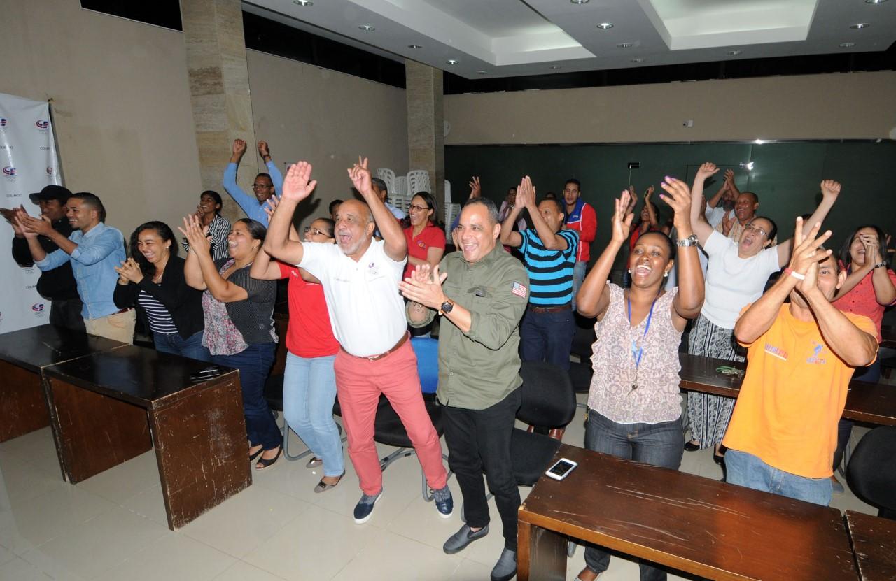 Dirigentes y empleados celebran jubilosos ingreso de Mejía Oviedo al COI