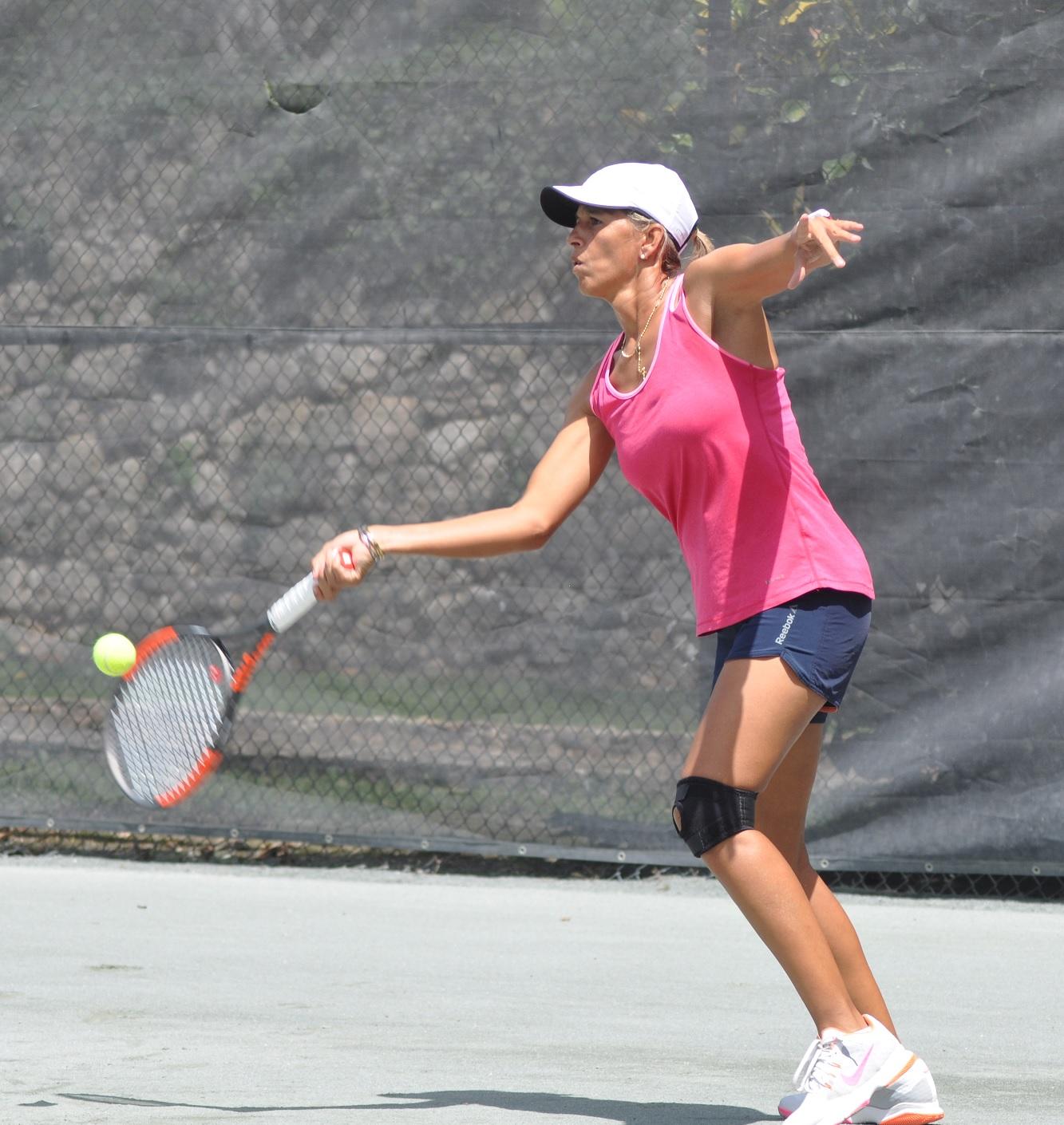 Dominicana García triunfa en Torneo de Tenis