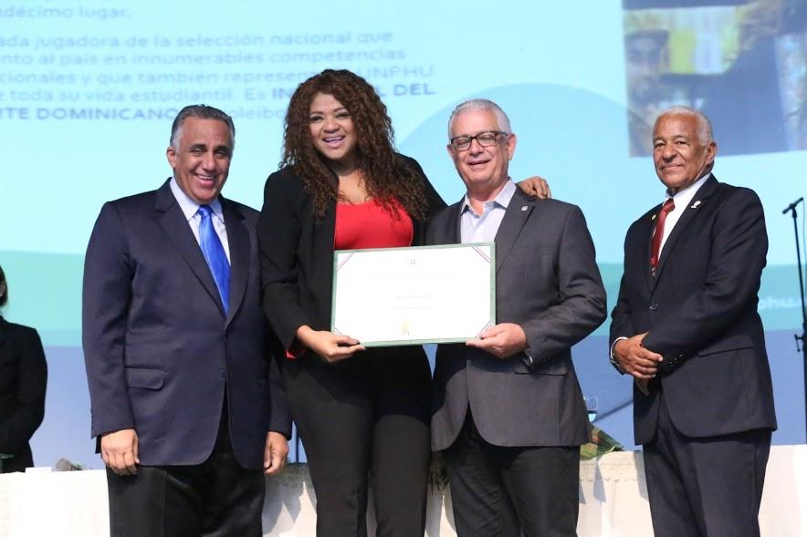 Unphu reconoce atletas en el 50 aniversario de la Universidad