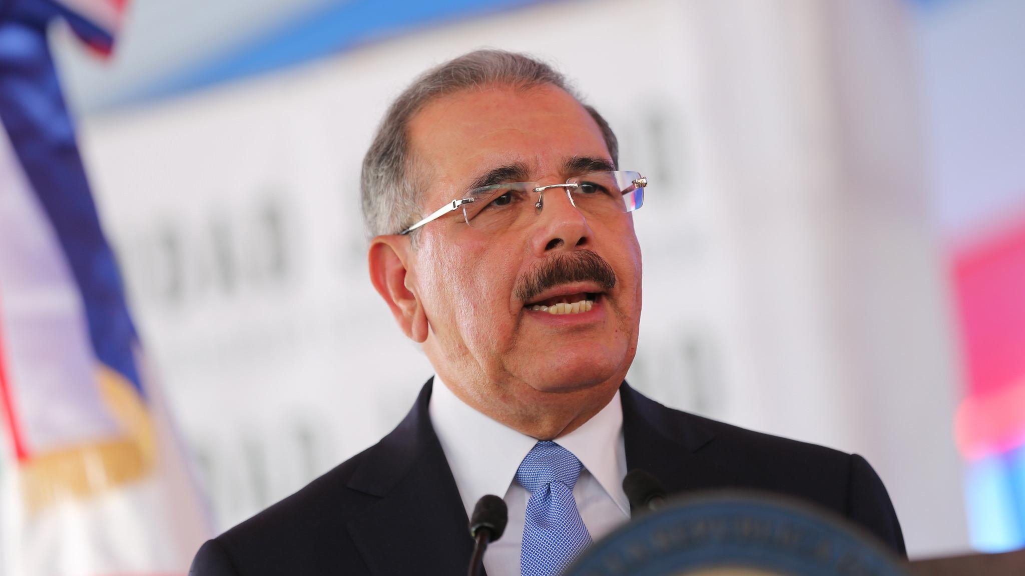 Presidente Danilo Medina felicita a Luis Mejía por su admisión en el COI