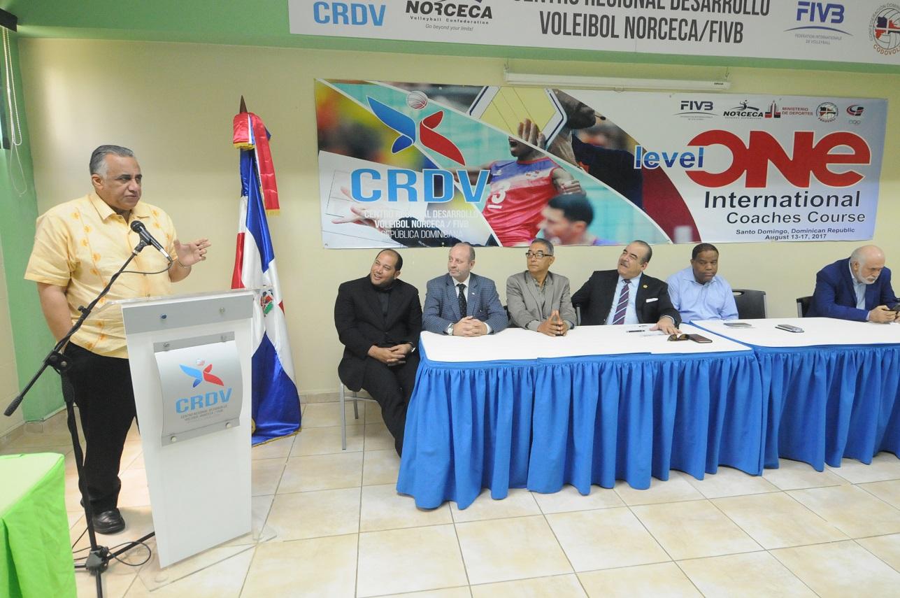 Dan apertura Curso Internacional de voleibol Nivel I