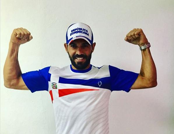 Víctor Estrella da a conocer su línea de ropa deportiva