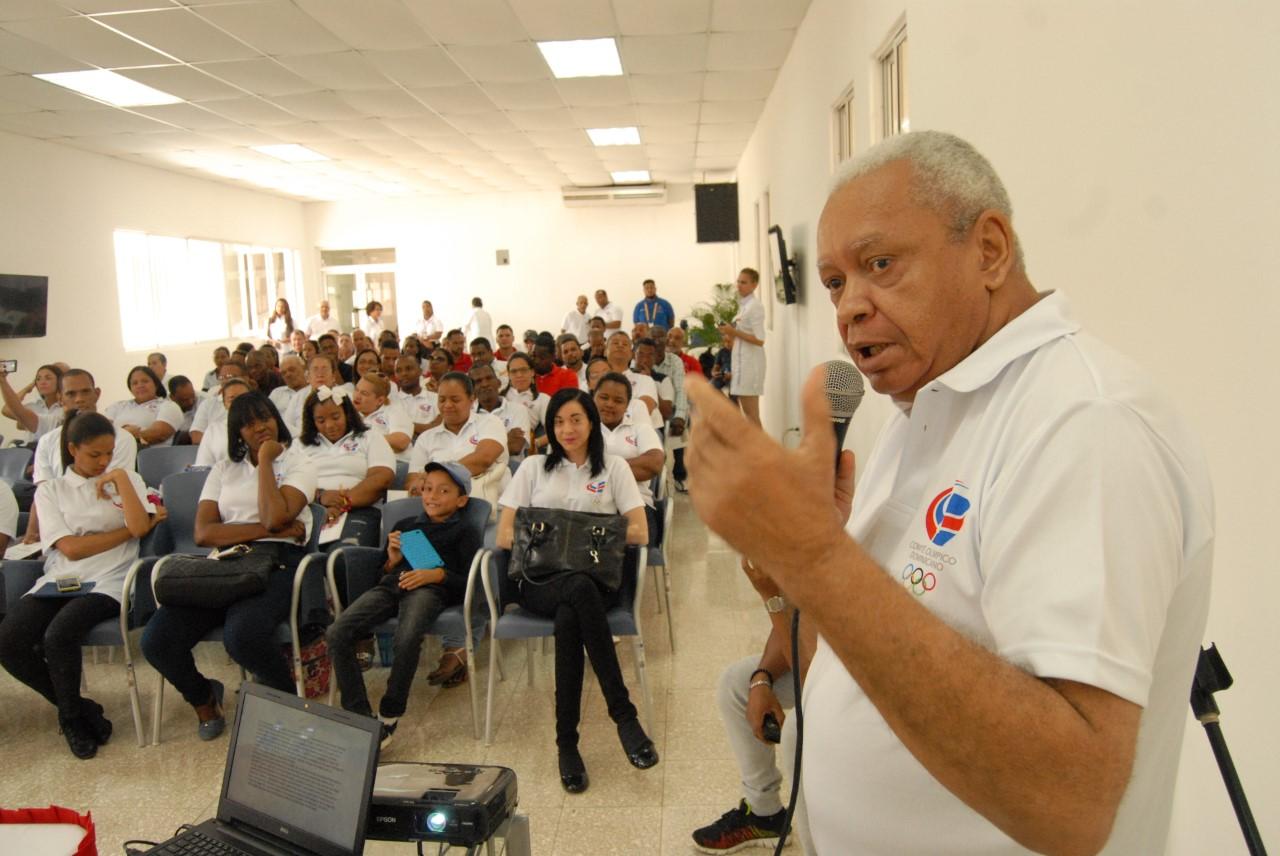 """COD conmemora """"Día Olímpico"""" con charla a su personal en Albergue Olímpico"""