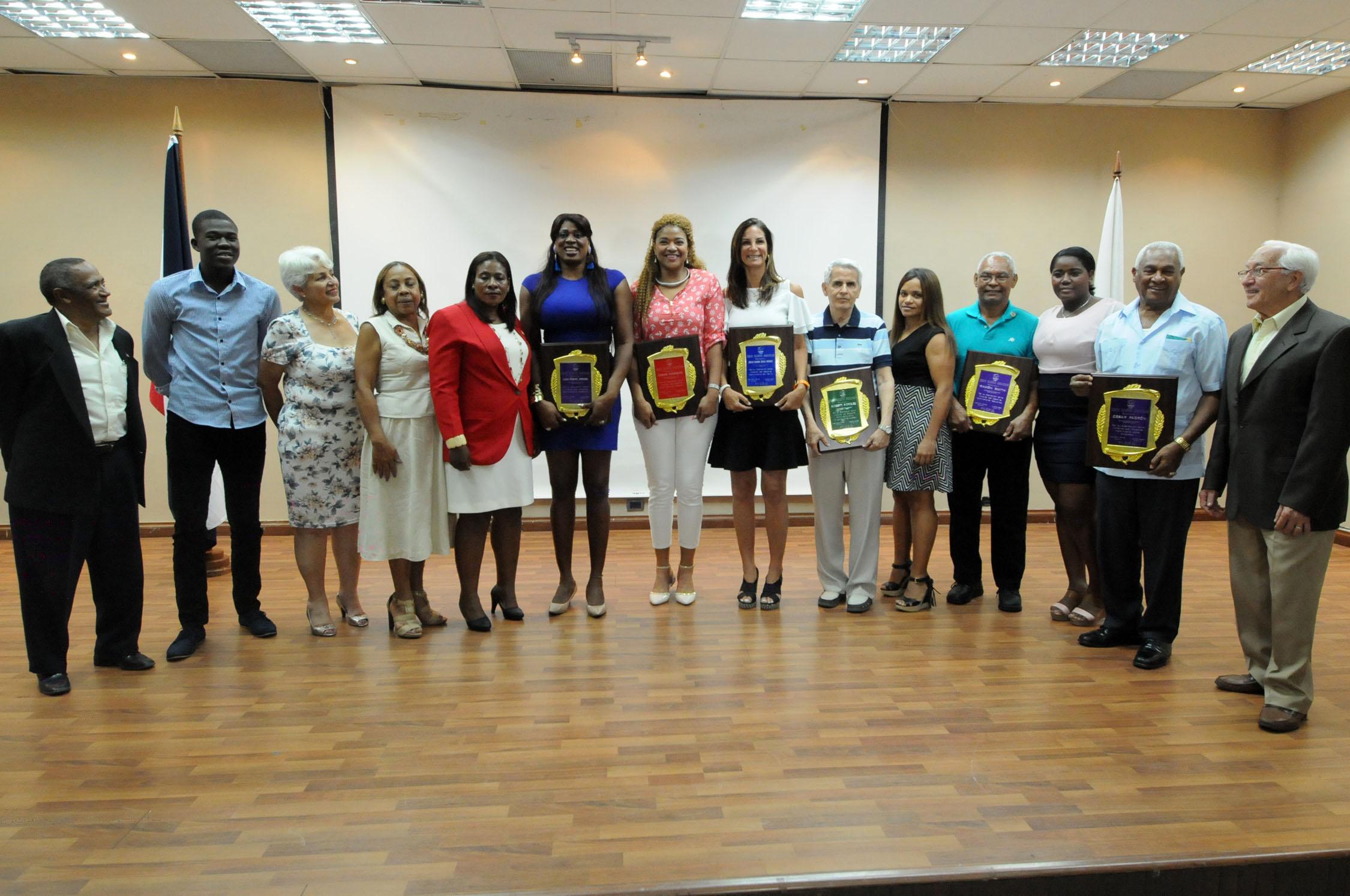 Comisión Mujer y Deporte rinde tributo a nuevos inmortales