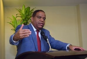 Diaz dispone hacer levantamiento instalaciones afectadas por huracán