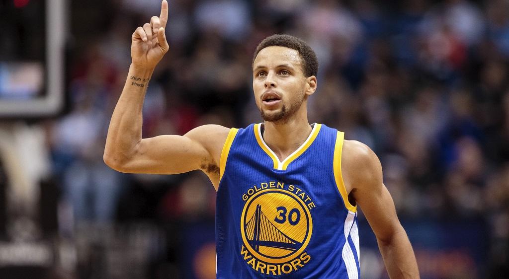 Curry, primer jugador de 200 millones en NBA