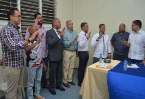 Juramentan a Kiko Rivas presidente de Asociación de Baloncesto de La Vega