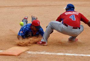 Adovenprofar, Emce y Manlio Bobadilla avanzan en softbol DN