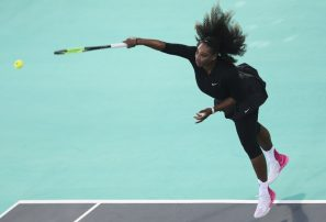 Serena Williams pierde en exhibición en Abu Dhabi