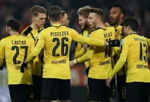 En caída libre, Dortmund despide a Bosz