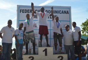 Milfol y López ganan sendas medallas de oro en campeonato acuatlón