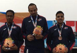 Boliche se hace de dos medallas de bronce en tríos abierto