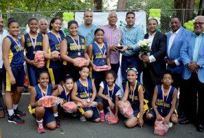 Mauricio Báez conquista minibasket femenina del DN