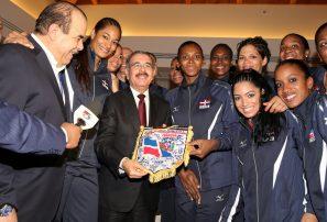 Marte agradece a Danilo Medina apoyo al Voleibol Femenino