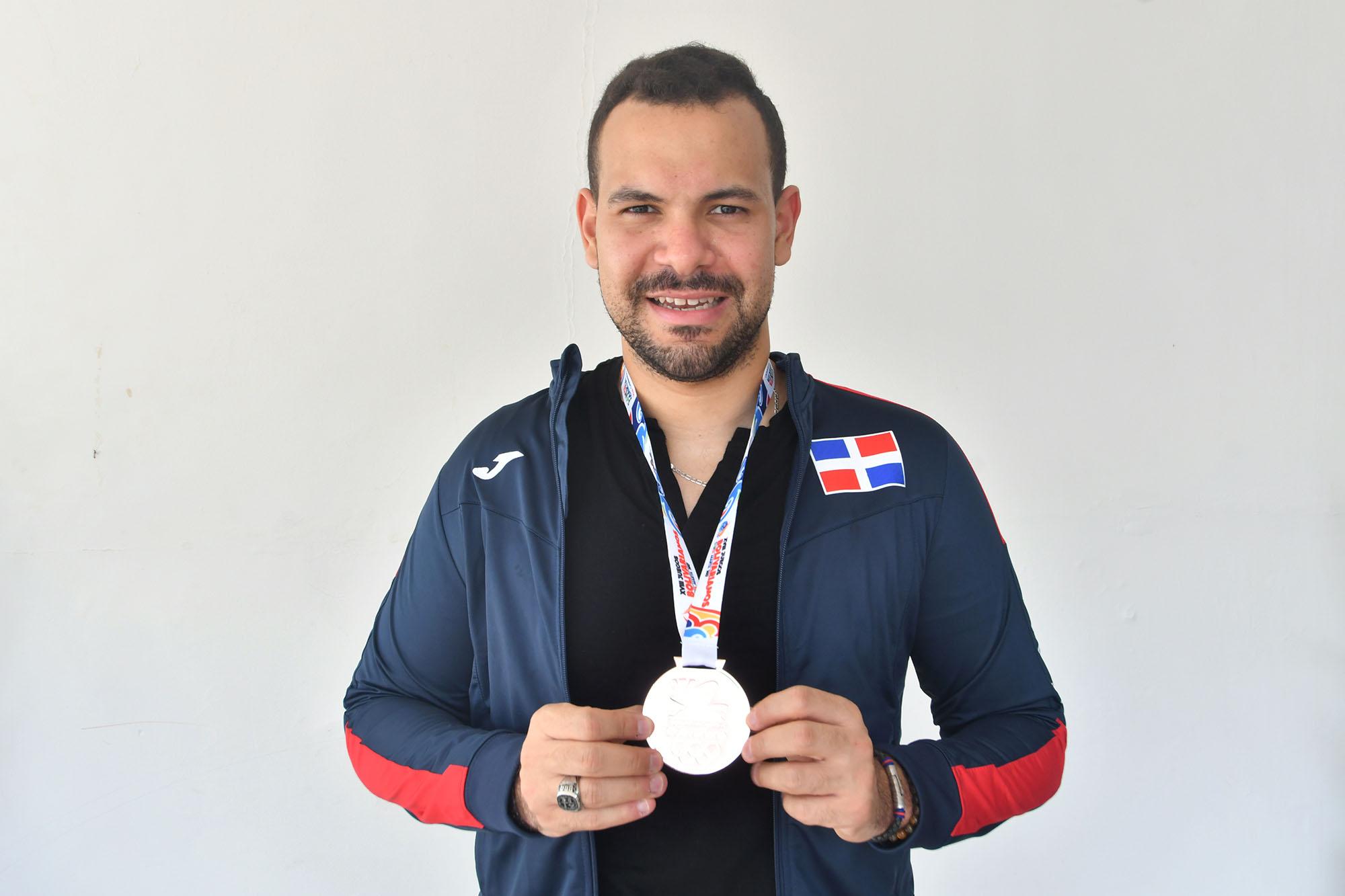 Emil Santos conquista bronce en sencillos en Tenis de Mesa
