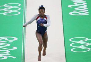 Gimnasta olímpica Simone Biles dice médico encarcelado la abusó sexualmente