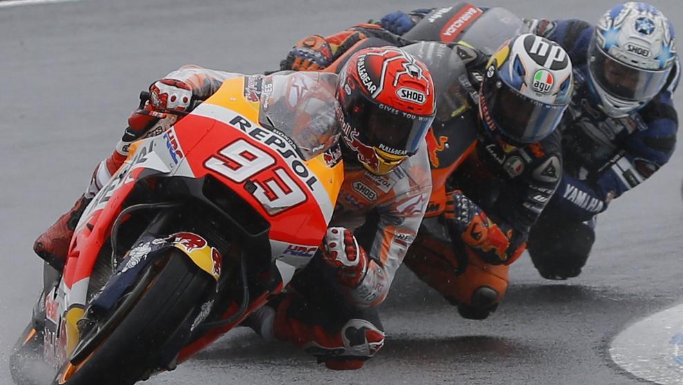 Dovizioso bate a Márquez en un nuevo duelo frenético en Japón