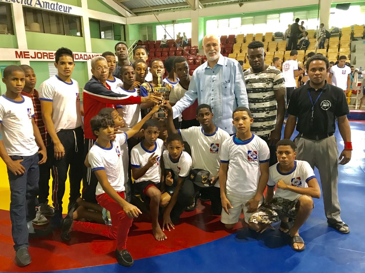 SFM es campeón en lucha de las categorías escolar y cadetes