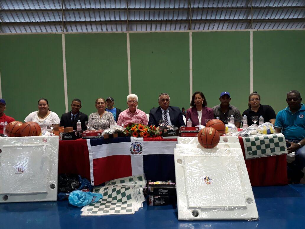 Inauguran II Juegos Municipales de Baní con 750 atletas