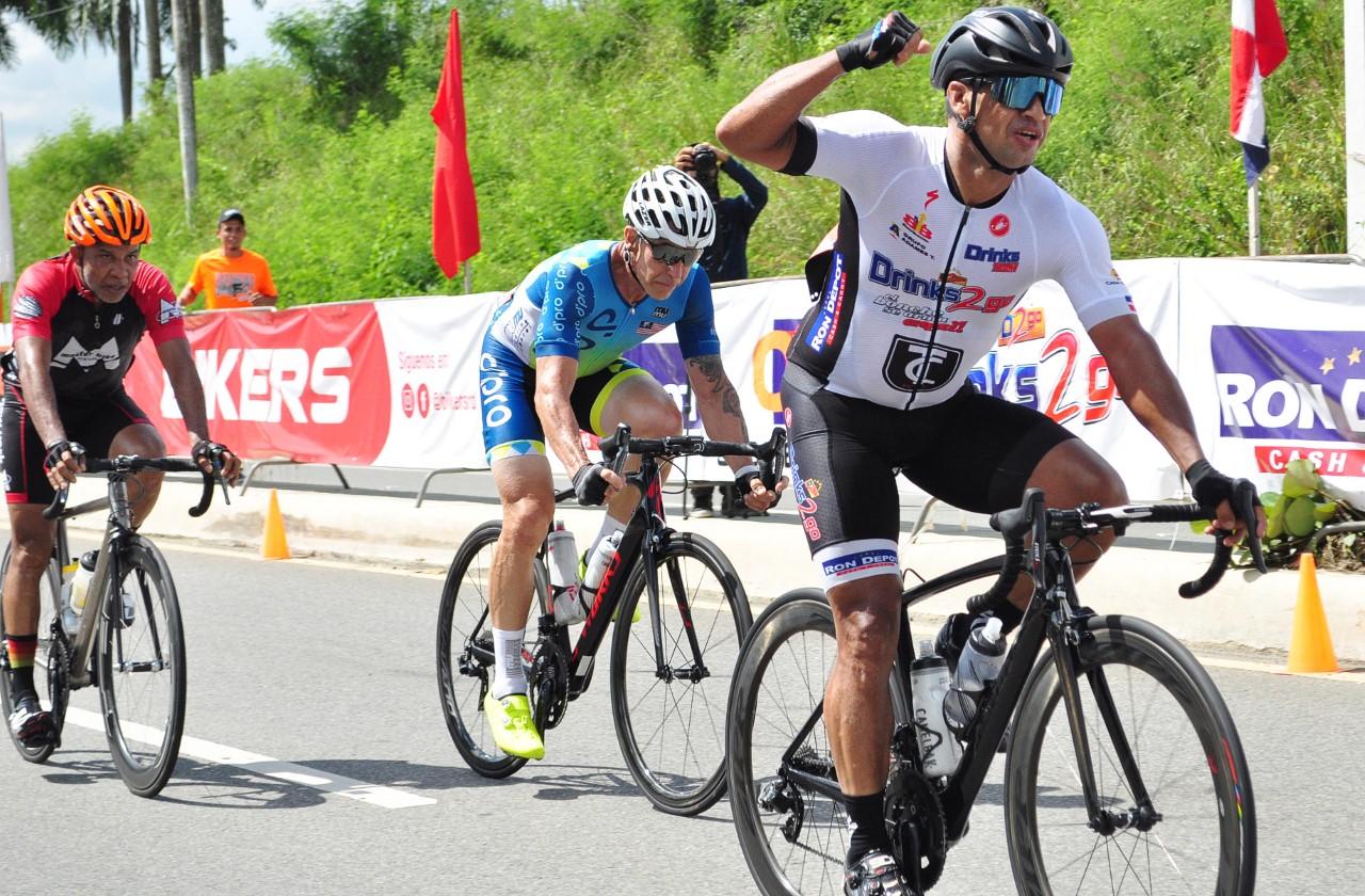 Edwin Morel gana la primera etapa en Clásico de Ciclismo Triple 100