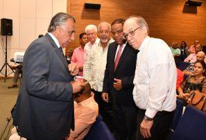 Obispo Masalles ve el deporte como solución a los males; Castillo aplaude proyecto