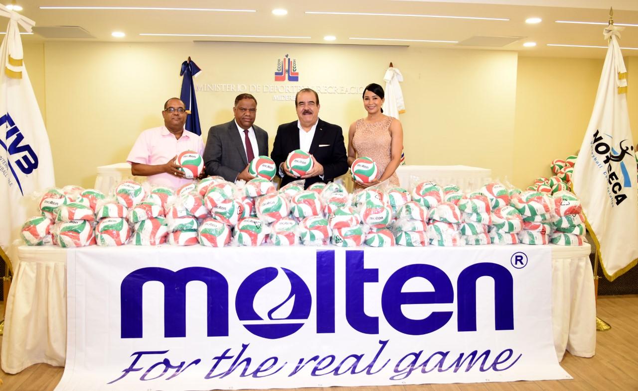 NORCECA dona cuatro mil balones a Ministerio de Deportes