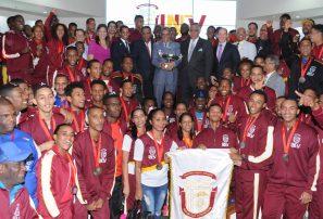 UNEV recibe trofeo de campeón Juegos Universitarios