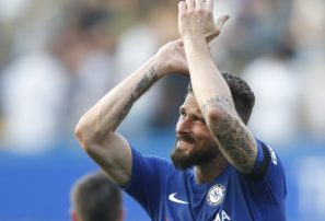 Chelsea vence al Liverpool y calienta lucha por la Champions
