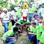 Jornada de reforestación en Salcedo con motivo del Día Olímpico