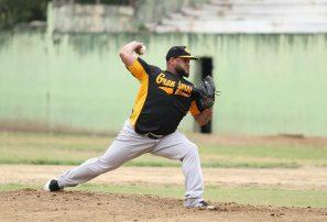 Angel Castro lanza 5 entradas  en blanco en triunfo de Granjeros