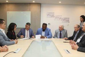 BHD León y Vladimir Guerrero firman acuerdo