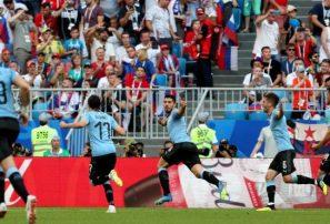Uruguay goleó a Rusia y conquistó el Grupo A