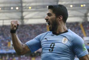 Suárez lleva a Uruguay a siguiente ronda en Mundial