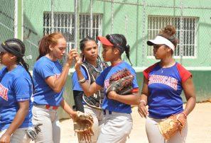 Seleccion RD de softbol femenino se foguea con Cuba de cara a Centroamericanos