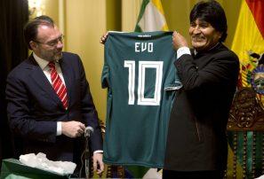 Cuestionan alto costo de viaje de Evo Morales al Mundial
