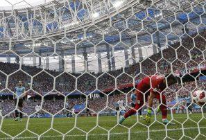 Francia supera 2-0 a Uruguay y avanza a semifinales