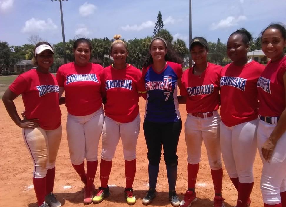 Selección femenina de mayores lleva 5 triunfos en sóftbol en La Florida