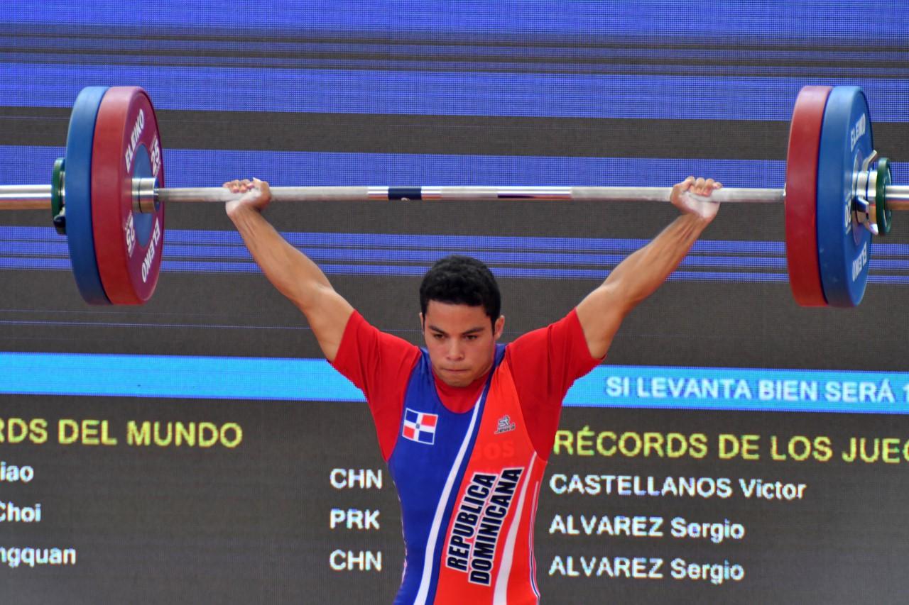 Luis García impone marca en arranque y logra plata en envión