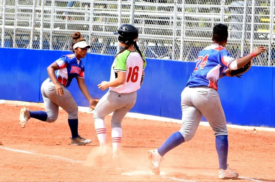 RD cae ante México en softbol femenino