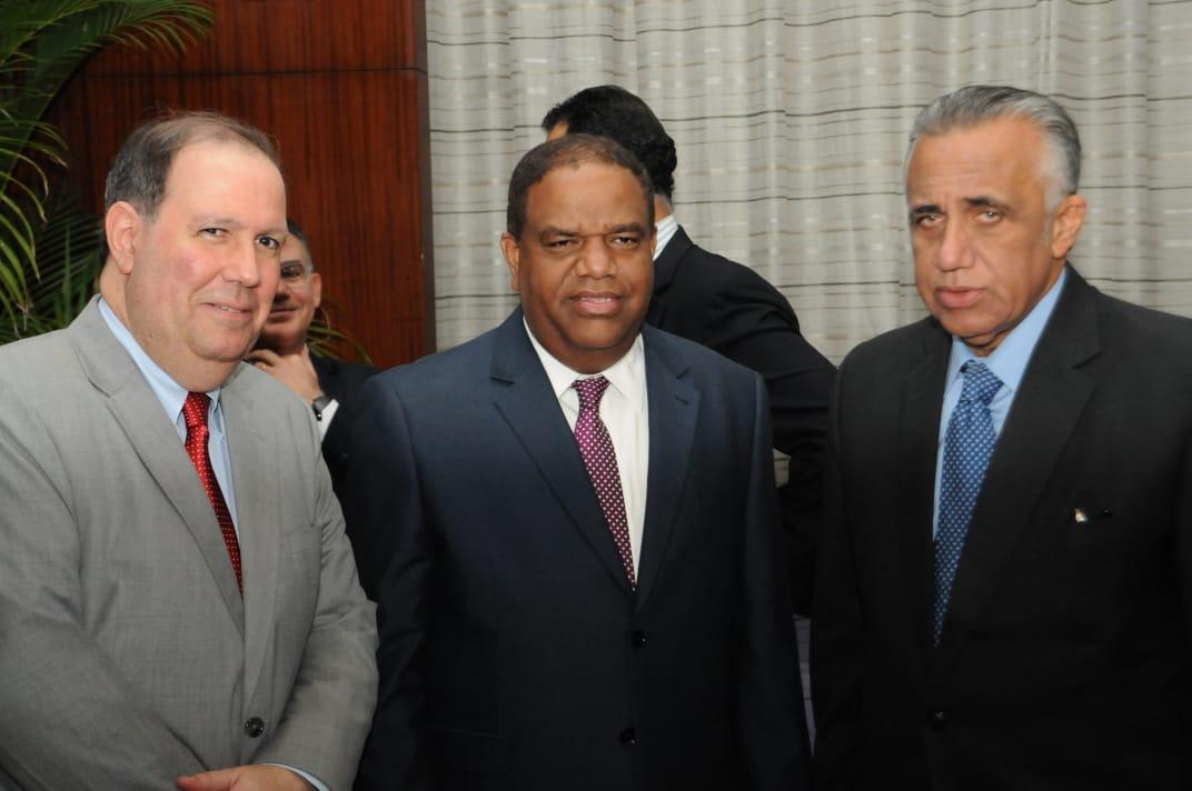 Medina designa comisión para exaltación de Vladimir Guerrero