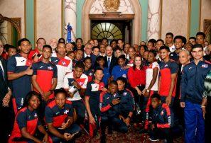 """Presidente Medina espera """"el mejor de los desempeños"""" de atletas"""