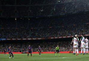 Messi guía triunfo del Barcelona ante Alavés con un doblete