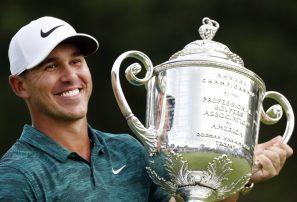 Koepka resiste presión de Woods y gana Campeonato de la PGA