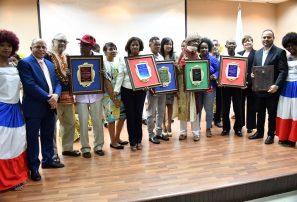 Fedoarcu distingue a Jefatura Misión Barranquilla en Día Internacional del Folklore