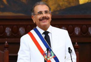 Presidente Medina felicita al Club Mauricio por su 55 aniversario