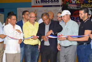 Ministerio de Deportes entrega remozado polideportivo de Moca